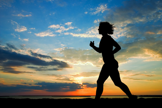 Size_550x415_woman-running-at-sunset