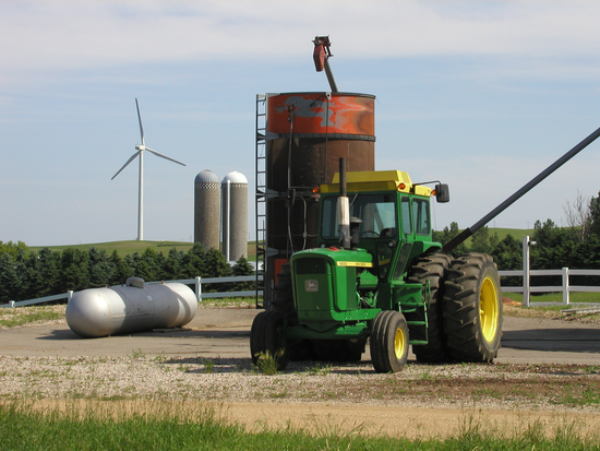 Size 550x415 john%20deere%20tractor%20with%20turbine