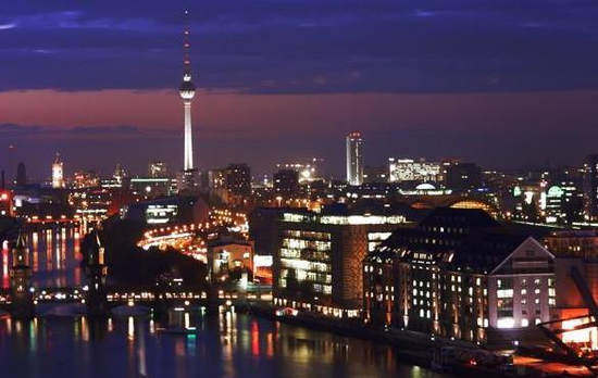 Size_550x415_berlin_mitte_by_night