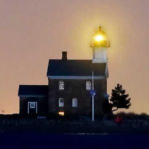 Size_550x415_lighthouselight