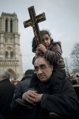 Size_550x415_coptic-christians-protest-egypt-terrorist-attacks-paris_551957