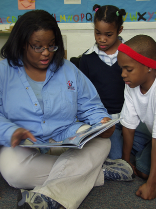 Size_550x415_americorp%20reading%20to%20kids