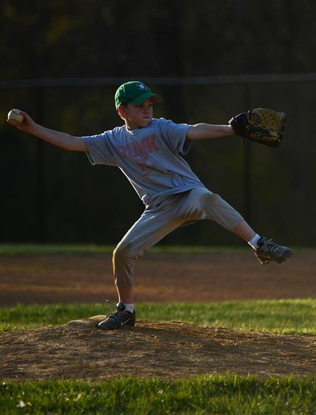 Size_550x415_noah%20pitching%20at%20practice%202012