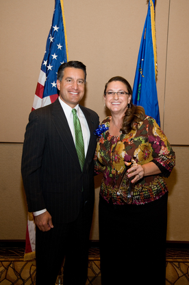 Size_550x415_gov%20sandoval%20%26%20gmt%20with%20award