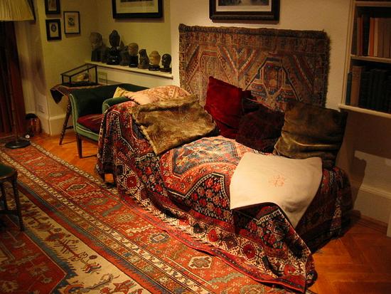 Size 550x415 freud couch my ilstu edu the original psychotherapy sofa1