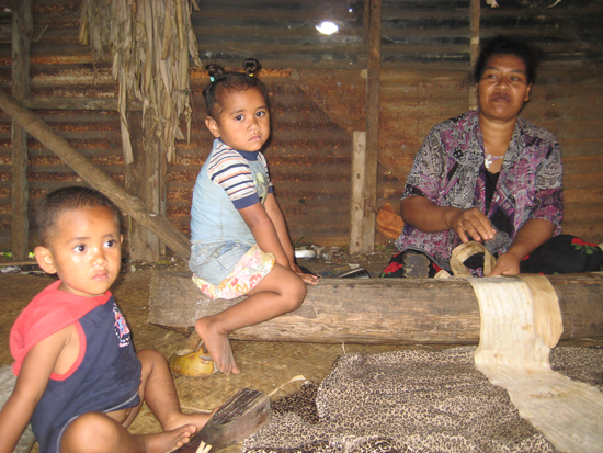 Size_550x415_cute%20little%20tongan%20girl