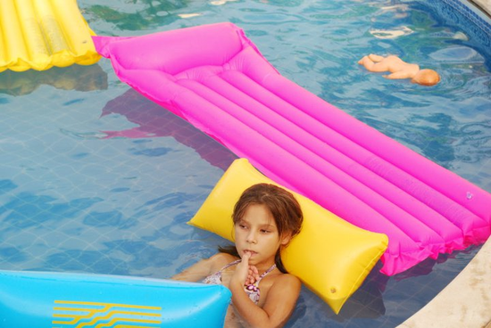 Size 550x415 pool%20girl%20in%20americana