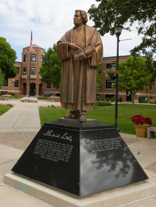 Size_550x415_luther%20statue