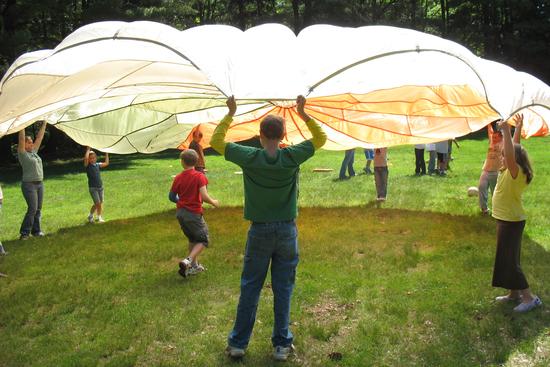 Size 550x415 junior 1 2008 parachute