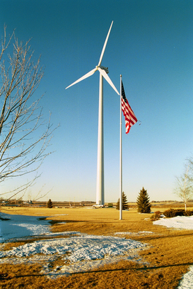 Size 550x415 turbine%20and%20flag%20mcneilus%20wind%20farm