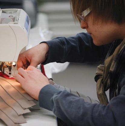 Size 550x415 boy sewing