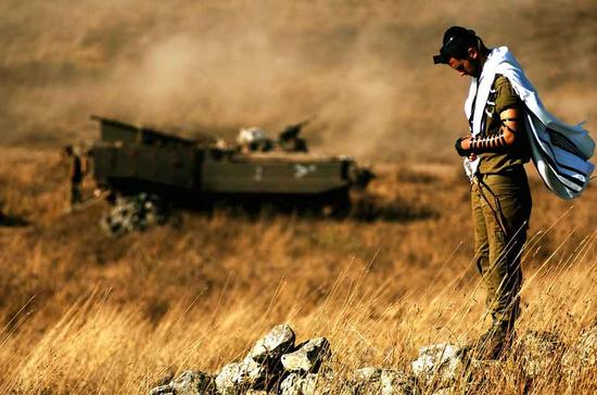 Size 550x415 soldier praying low