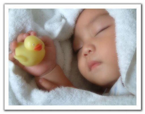 Size 550x415 cute sleeping baby picture
