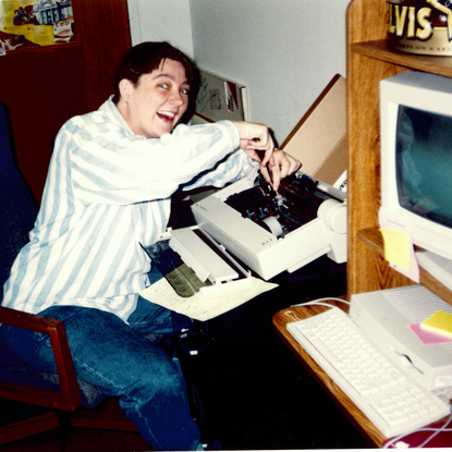 Size 550x415 beth%20fixing%20computer%201997