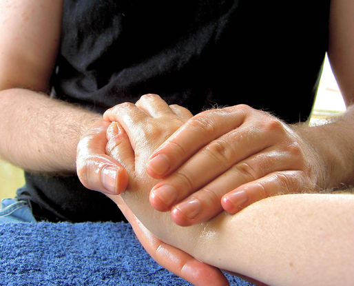 Size 550x415 massage hand 2