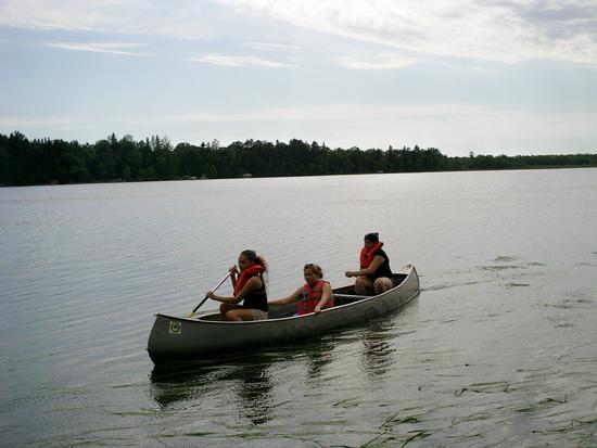 Size 550x415 canoe%20crew