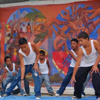 Size 550x415 un%20mundo dance