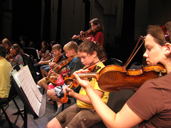 Size 550x415 student string section rehearsing