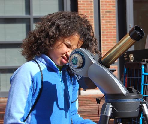 Size 550x415 girl telescope