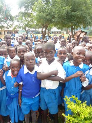 Size 550x415 kenya school%20children%20in%20crowd bungoma%2010