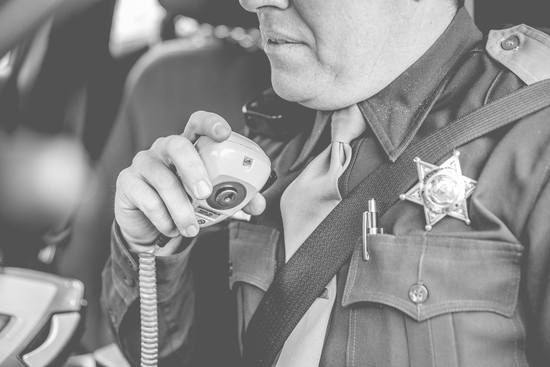 Size 550x415 bw officer in car