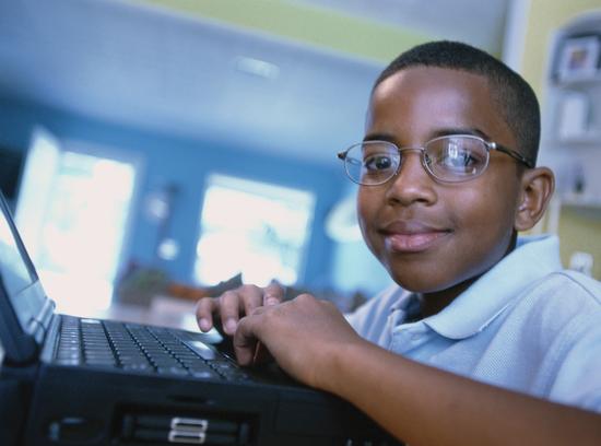 Size 550x415 laptop kid